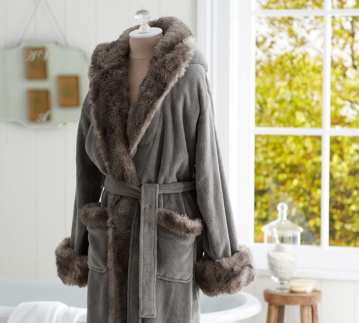 COZY FUR ROBE - CHINCHILLA